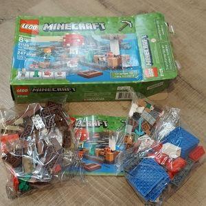 Lego minecraft 21129 new open box